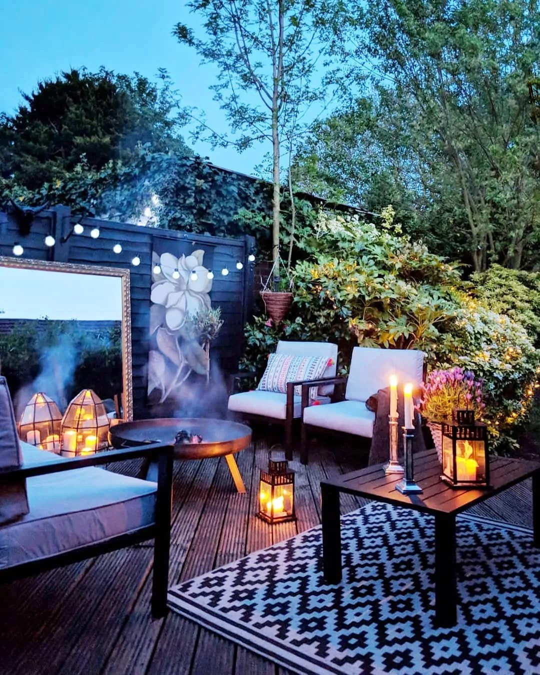Backyard patio at night. Photo by Instagram user @marks_and_rowe_interiors