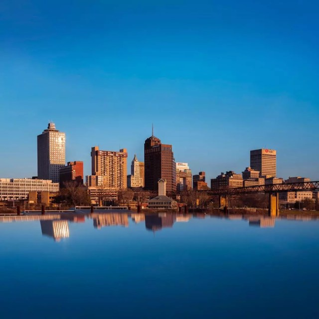 Downtown Memphis skyline next to Mississippi River at sunset. Photo by Instagram user @darkroom220