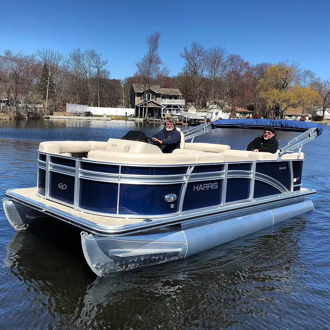 pontoon boat in water with two people aboard photo by Instagram user @marinemaxlakehopatcong