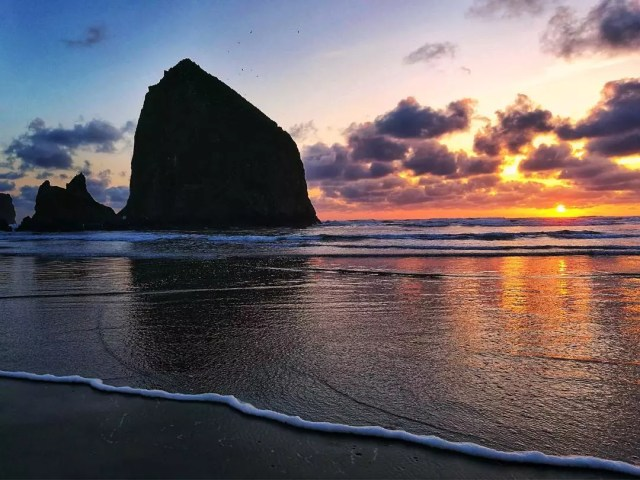 Sunset View of The Shore at Cannon Beach in Oregon. Photo by Instagram user@den_jara