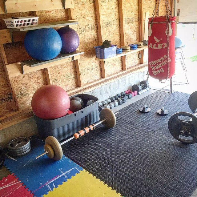 Garage with floor padding and gym equipment. Photo by Instagram user @jenniec43
