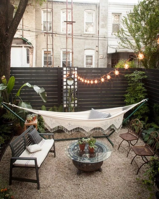 24 Cheap Backyard Makeover Ideas You'll Love | Extra Space ... on Affordable Backyard Ideas id=76703