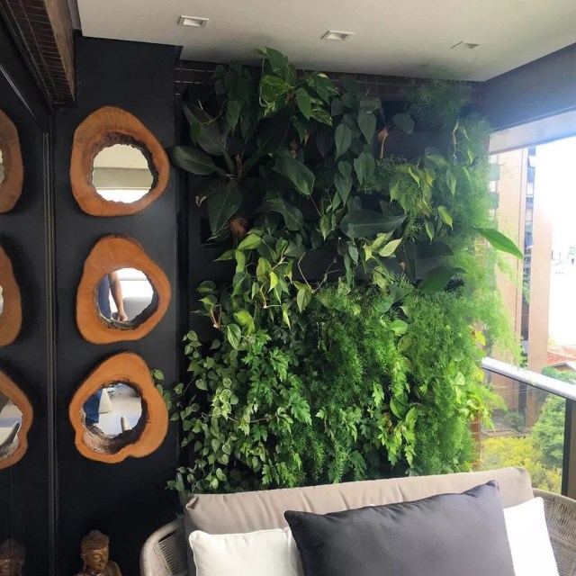 Vertical garden on urban balcony. Photo by Instagram user @greenwallceramic