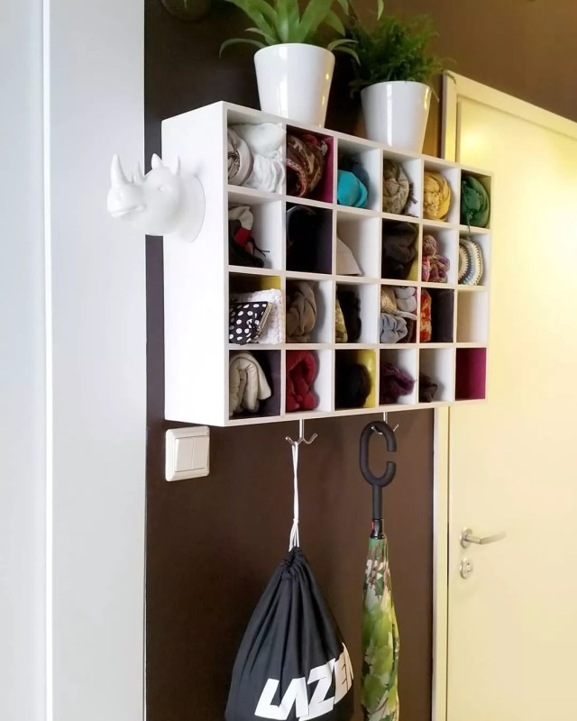 Hanging storage cubby with hooks for hanging storage. Photo by Instagram user @small_nordic_apartment