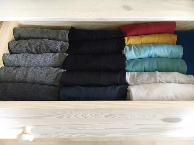 T-shirts rolled for maximum space usage in dresser drawer. Photo by Instagram user @krotitelkachaosu