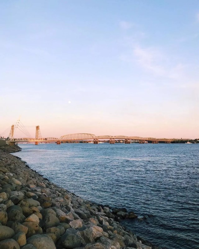 View of the Columbia River from Vancouver, WA. Photo by Instagram user @couveandco