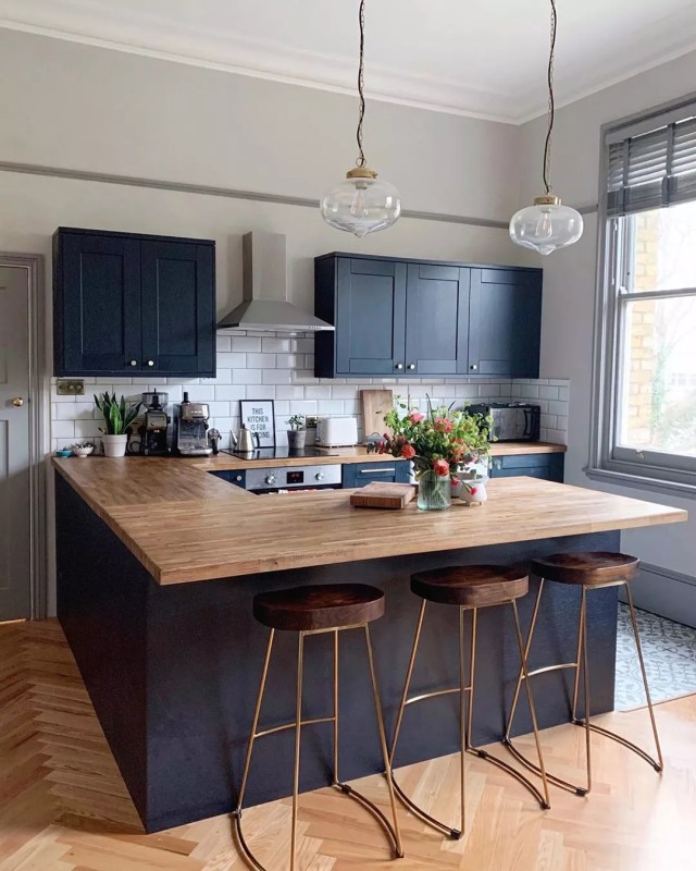 Modern kitchen with breakfast bar island. Photo by Instagram user @dustsheets_and_decor