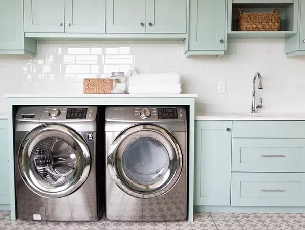 laundry room space with wash sink and washer and dryer photo by Instagram user @teamknoell