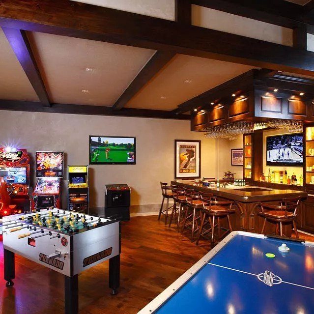 Basement Game Room with Full Bar. Photo by Instagram user @select_basements