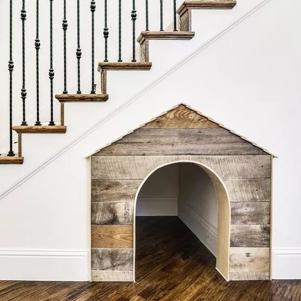 Doghouse Carved Out Under Staircase. Photo by Instagram user @stanolevnik