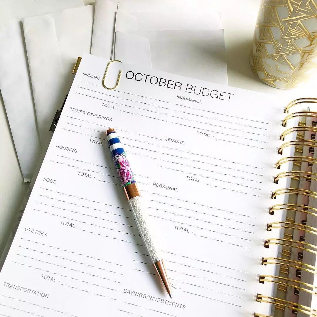Budget planner. Photo by Instagram user @miorastudio