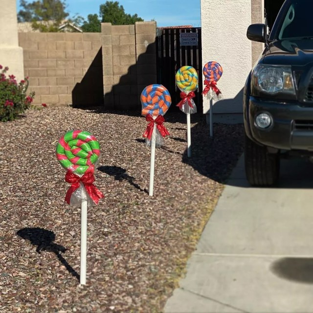 DIY Lollipops in Ground Next to Driveway. Photo by Instagram user @chanelleks
