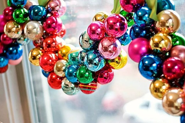 Window Hanger Decoration Made out of Christmas Ball Ornaments. Photo by Instagram user @prettyquirkyblog