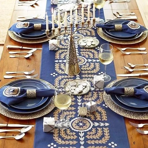 Table Set with Elaborate Blue and Gold Dinnerware. Photo by Instagram user @dreamdayweddingsfl