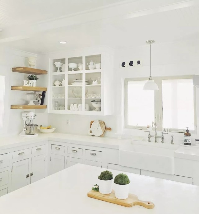 White minimalist kitchen. Photo by Instagram user @hellomommode