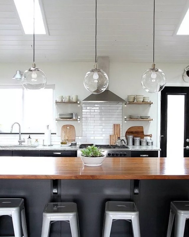 Modern minimalist kitchen. Photo by Instagram user @fengshui.home