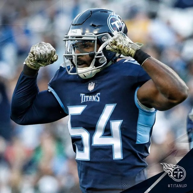 Tennessee Titans football player flexing. Photo by Instagram user @titans