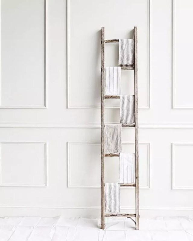 Wooden ladder holding towels. Photo by Instagram user @ricabathandbody