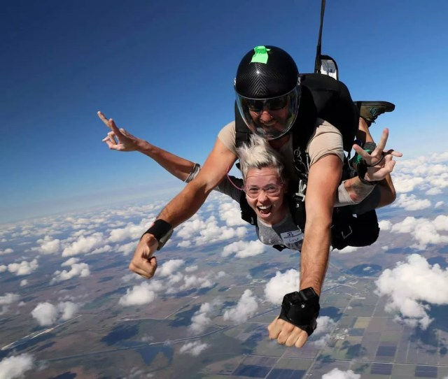 Woman SkyDiving with an Instructor. Photo by Instagram user @lulutattooart