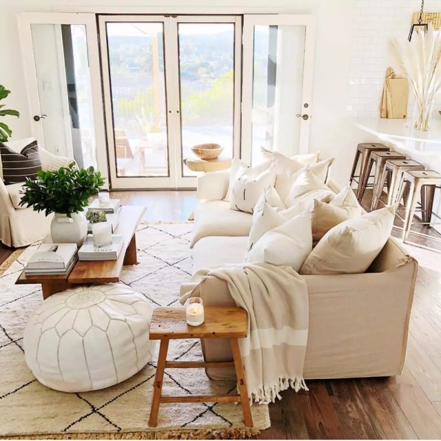 Living Room with Unified, Muted Color Scheme. Photo by Instagram user @tenleyhardt
