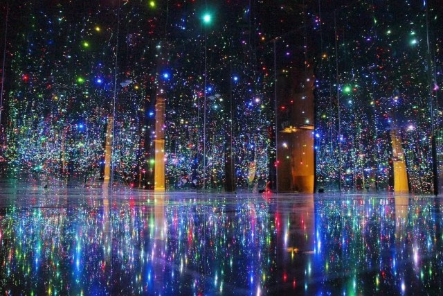 Art installation of multi colored twinkle lights at the Phoenix Art Museum. Photo by Instagram user @kiana_duran