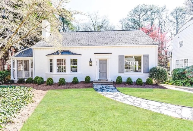 White cottage home with a green front yard in North Buckhead in Atlanta. Photo by Instagram user @ashleyaglialoro