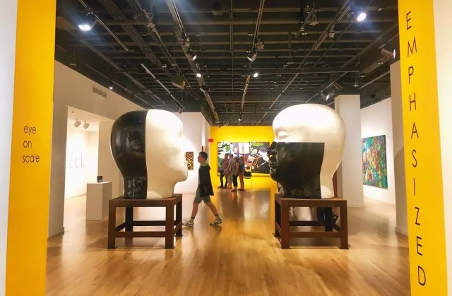 Giant black and white head exhibit at the Hawaii State Art Museum. Photo by Instagram user @micnmylove