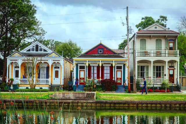 Colorful houses along Bayou St. John. Photo by Instagram user @midcitymedia