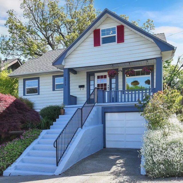 White house with red and blue trim. Photo by Instagram user @inhabitportland