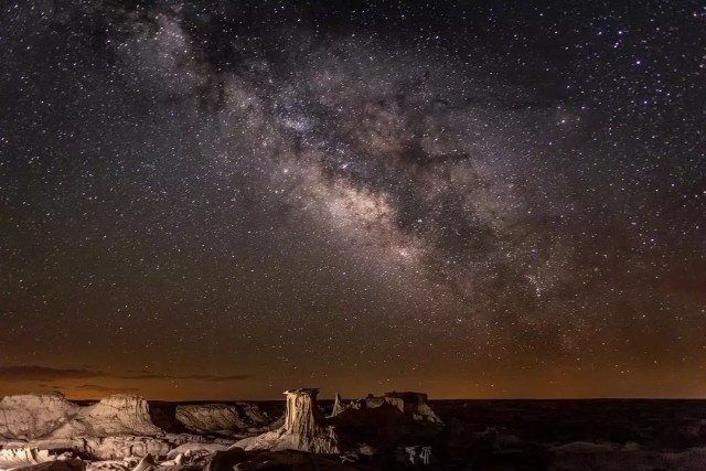 Canyons under a starry sky at Bisti Badlands, NM. Photo by Instagram user @nikita_kitty_