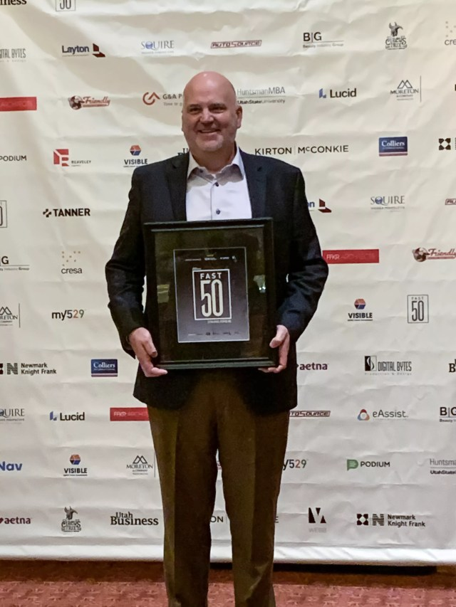 Scott Hansen of Extra Space Storage accepts 2019 Fast 50 Award from Utah Business