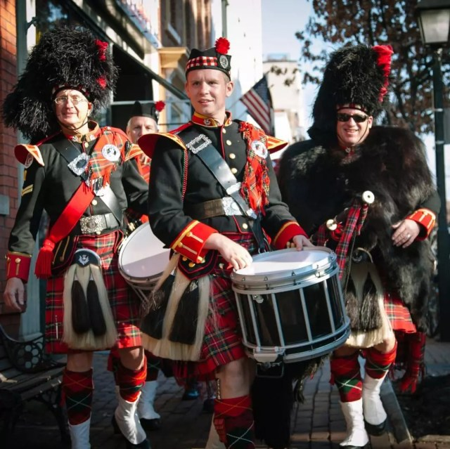 Guys dressed up in kilts for a parade. Photo by Instagram user @visitalexva