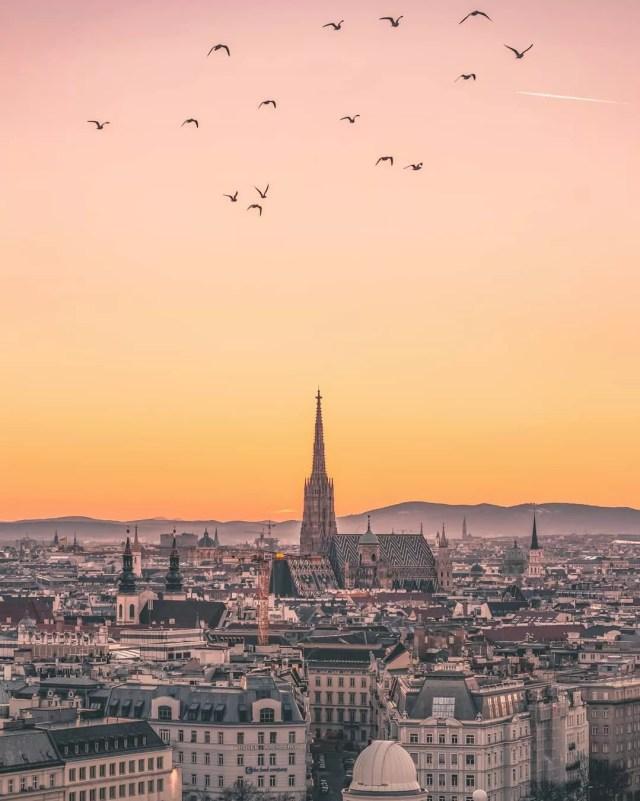 Skyline of Vienna and a church at sunset. Photo by Instagram user @v.for.vertigo