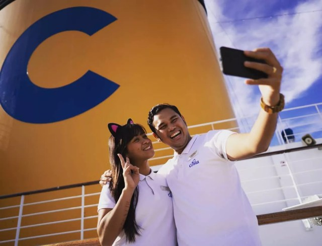 Cruise ship workers posing for selfie. Photo by Instagram user @costacrociercareers