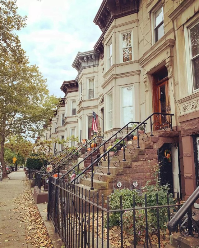 Tan rowhouses during fall. Photo by Instagram user @mymarketexpert