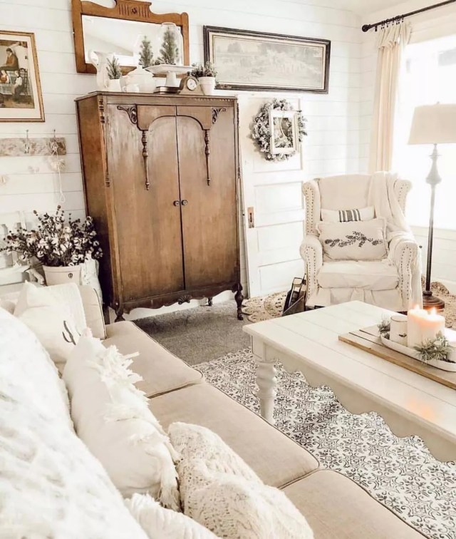 Shabby chic vintage living room. Photo by Instagram user @freeyourmindjac