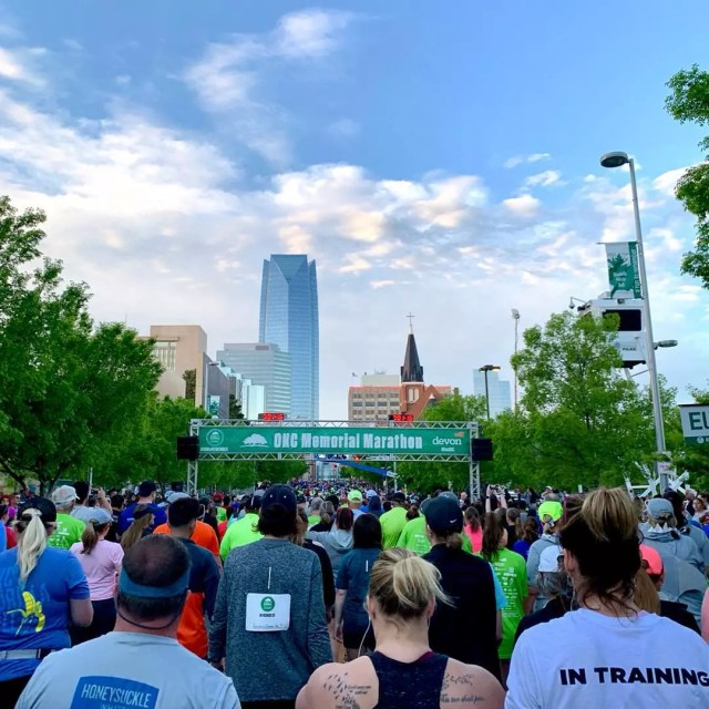 People getting ready for a marathon. Photo by Instagram user @lowark