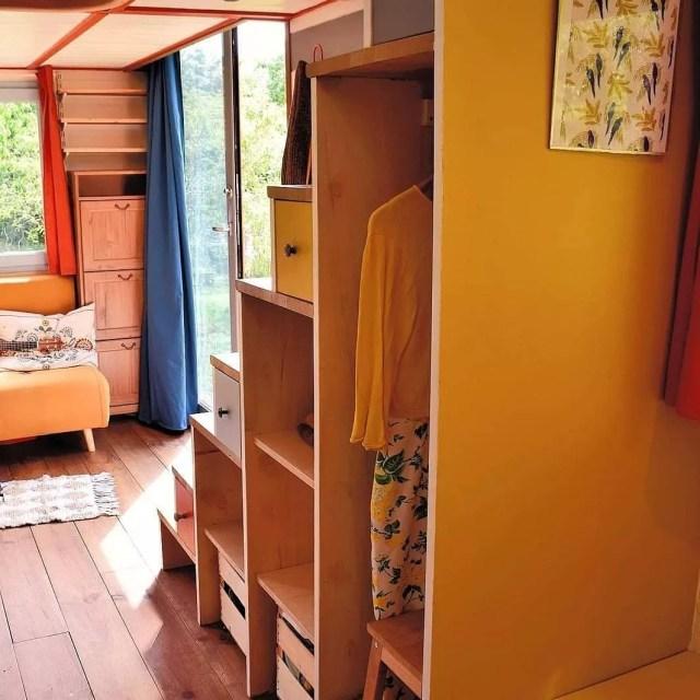 apartment living room interior design, black and white living room interior design, one room cabin interior design, one room apartment design, on one room house interior design