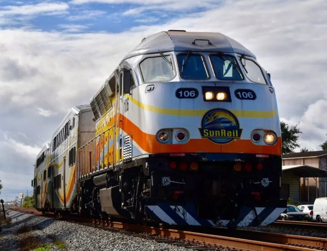 Silver train on tracks. Photo by Instagram user @your.average.soufl.railfan