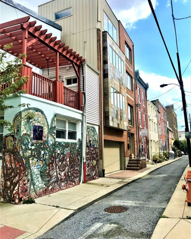 Buildings with mural painted on it in Bella Vista, Philadelphia. Photo by Instagram user @localphillyliving
