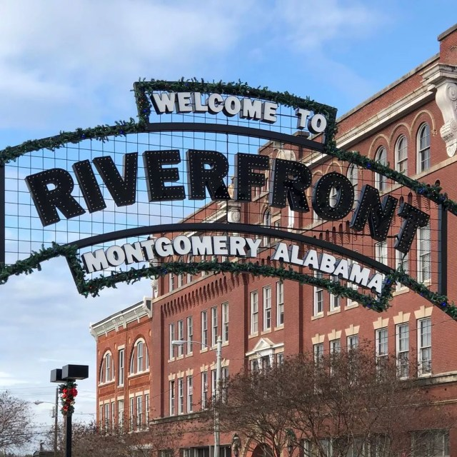 Welcome to Riverfront sign. Photo by Instagram user @x.e___oo