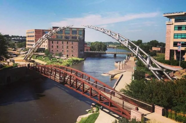 bridge in sioux falls, sd with arc of dreams sculpture over big sioux river photo by Instagram user @thefabricator_magazine