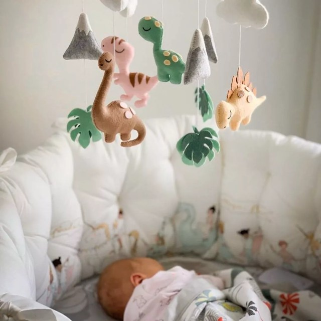 Plush mobile over sleeping baby. Photo by Instagram user @joyandsmiles_studio