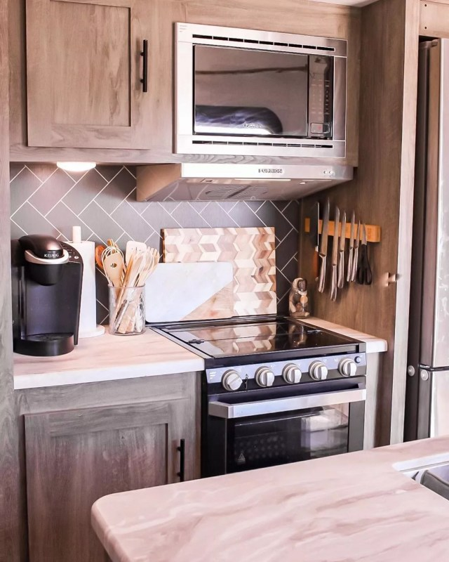 RV kitchen with updated backsplash and faux marble counter photo by Instagram user @laurencicileo