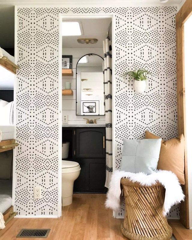 RV walls with decorative wall paper photo by Instagram user @troopnashville