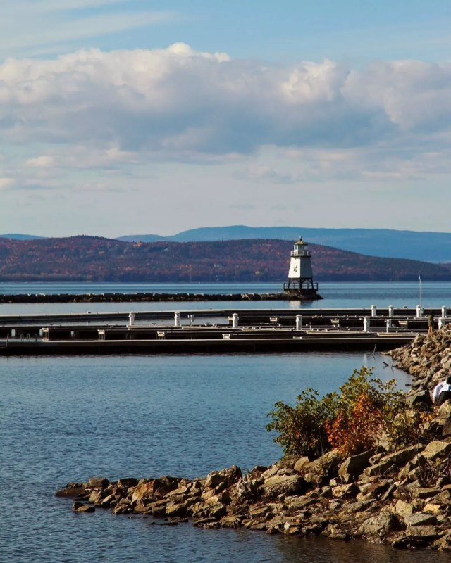 Lighthouse in the Bay in Burlington, VT. Photo by Instagram user @hannahmacleanphotos