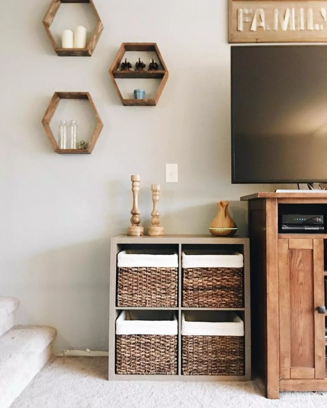 Living Room with Small Storage Shelf Holding Decorative Baskets. Photo by Instagram user @grayhavenreno