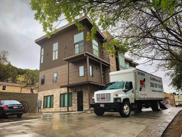 Moving Truck Parked Outside Apartment Building. Photo by Instagram user @bustnmoves
