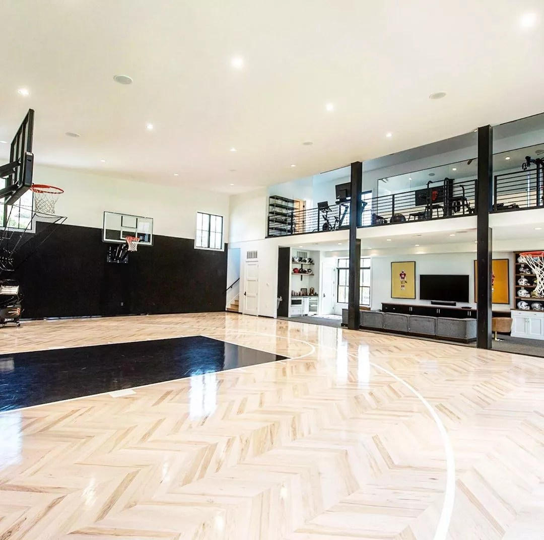 At Home Basketball Court and Gym. Photo by Instagram user @martineauhomes