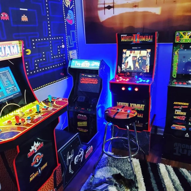 Mini Arcade Room with Classic Games. Photo by Instagram user @modified420